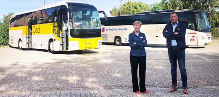 De Jong Intra en Oad starten intensieve samenwerking op busreizen.