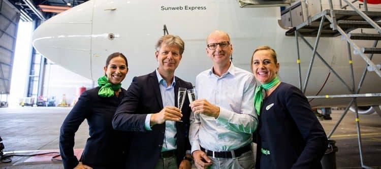 """Erik-Jan Gelink (commercieel directeur Transavia) en Marcel Neomagus (financieel directeur Sunweb) na de onthulling van de """"Sunweb Express""""."""