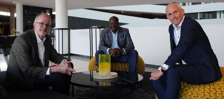 Joe Slattery (senior vice-president Global Sales & Marketing), Orlando Ashford (President van Holland America Line) en Nico Bleichrodt.