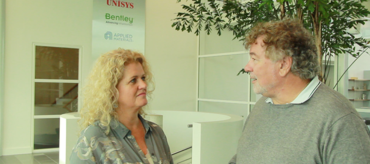 Hanita van der Meer (woordvoerder Thomas Cook Nederland) en Tom van Apeldoorn (uitgever TravelPro)