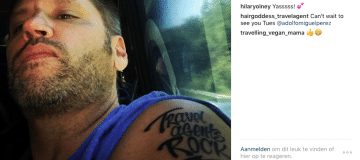 'Travel agents Rock' tattoo voor baas Carnival Cruise Lines