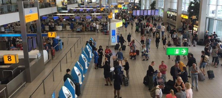 Recordaantal reizigers vliegt vandaag via Schiphol