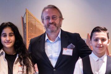 Berfin en Ibrahim voor een dag de baas van TUI Nederland