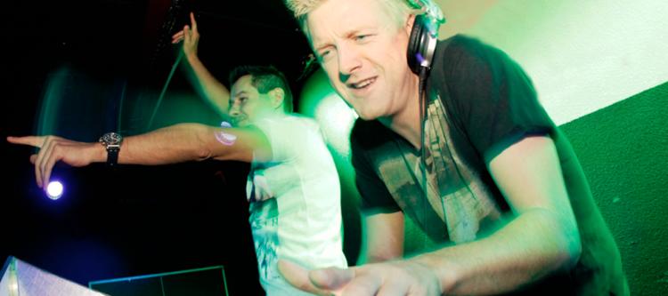 TUI's Jeroen Otto bouwt als dj feestje op de Vakdag