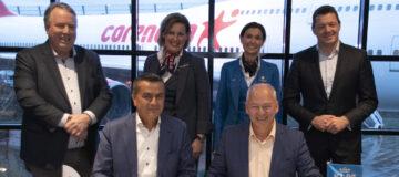 Steven van der Heijden en Atilay Uslu (Corendon) en Harm Kreulen en Pieter Elbers (KLM).