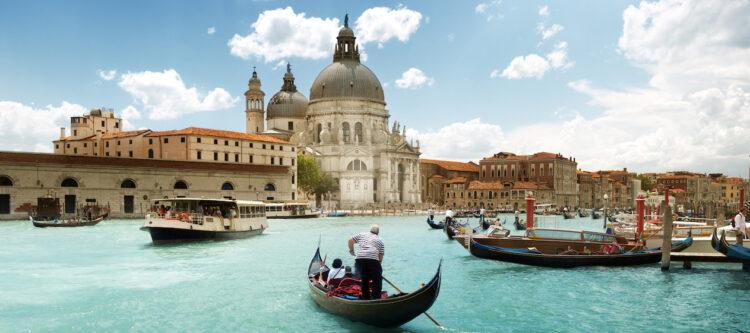 Vanaf morgen betalen 'dagjesmensen' 3 euro entree om Venetië binnen te komen