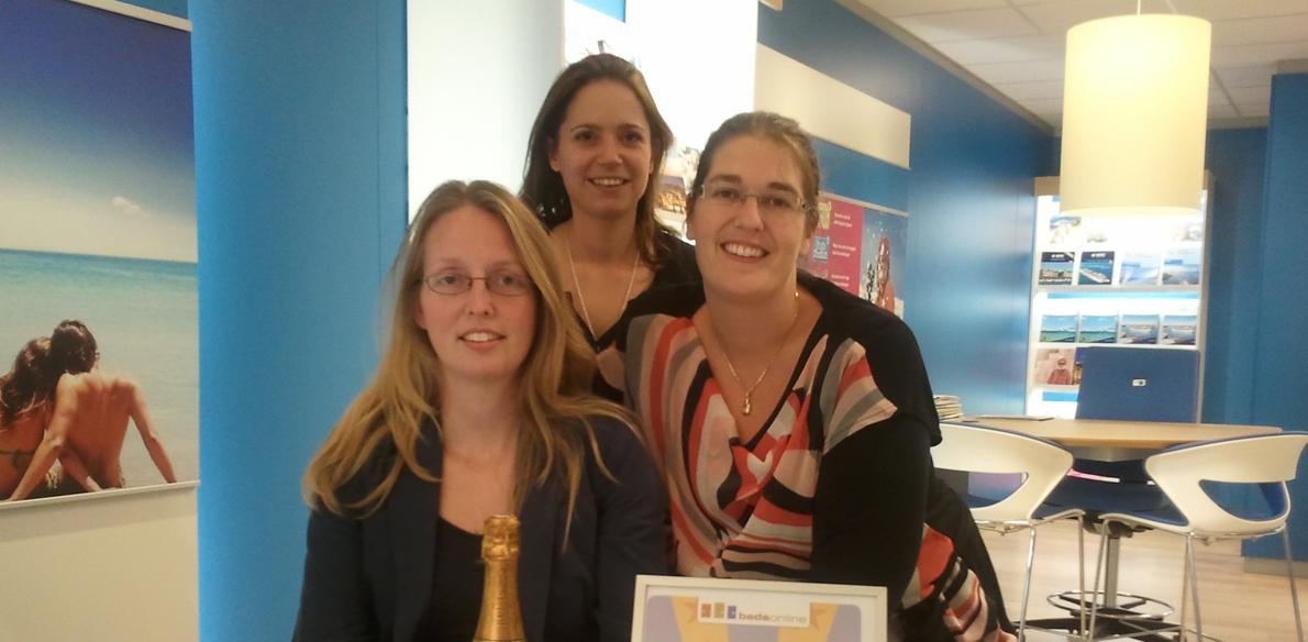 Van links naar rechts: Gaby Bouman, Yvon Winters (Bedsonline Sales) en Sandra Brands.