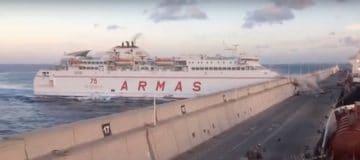 (Video) Ferry crasht, olie in zee bij Gran Canaria