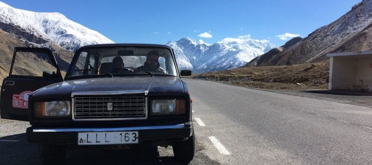 Travel By Any Means: met oude Lada door Georgië