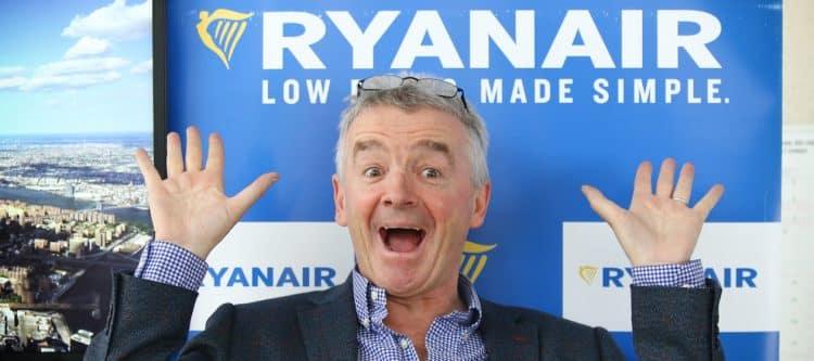 Het Ierse Ryanair heeft aangekondigd te stoppen met haar base op Duitse grensluchthaven Bremen en drie in plaats van vijf vliegtuigen te gaan stationeren op Airport Weeze. Vakbonden zien het als een vergeldingsaanval voor de stakingen eerder deze maand.