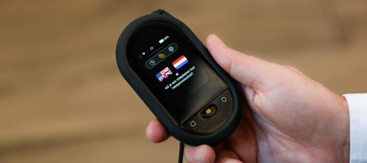 Travis lanceert nieuw vertaalapparaat Travis Touch Plus